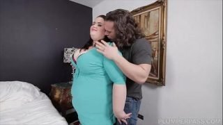 BBW Holly Jayde Gets Fucked With Huge Sausage by Pizza Guy