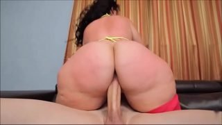 PHAT ASS BBW PLUMPER KNOWS HOW TO RIDE